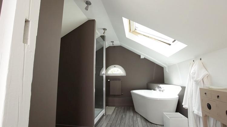 Aménager une salle de bain sous comble ou sous pente ...