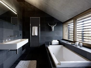 am nager une salle de bain sous comble ou sous pente blog d co salle de bain. Black Bedroom Furniture Sets. Home Design Ideas