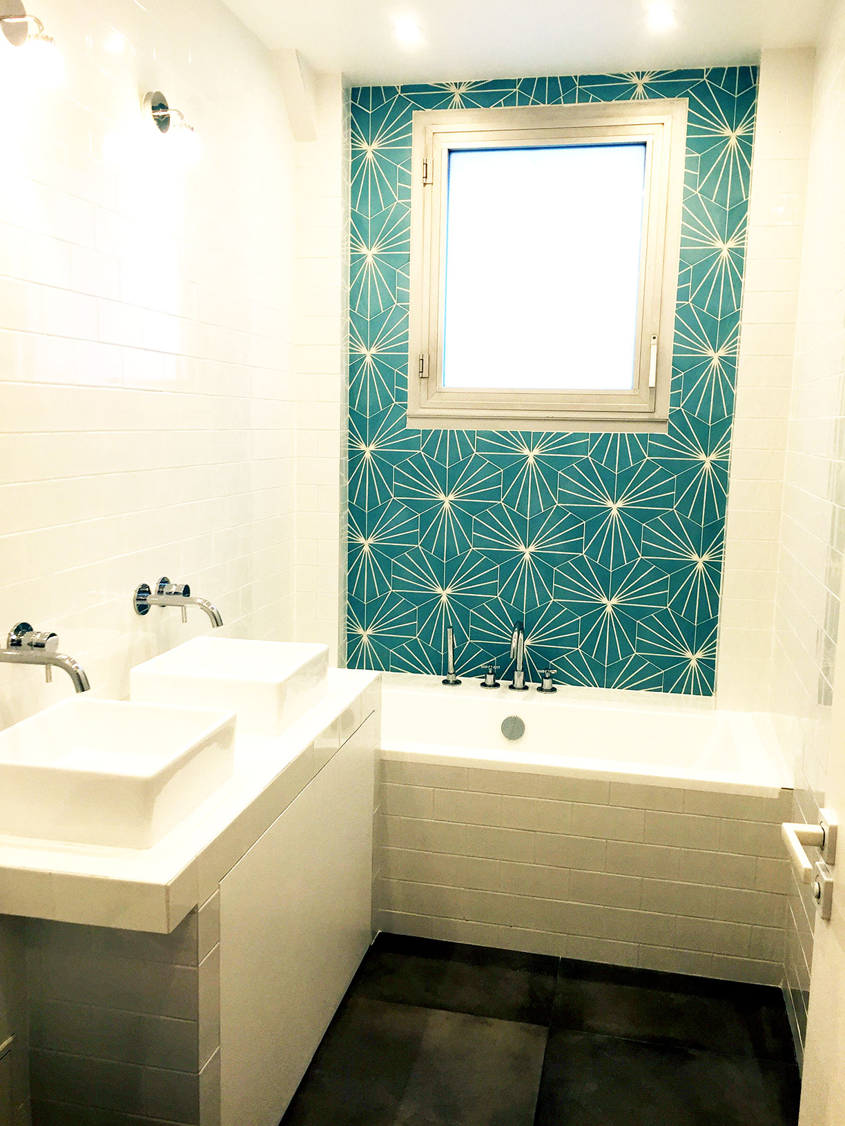am nager une salle de bain dans un studio petite salle de bain. Black Bedroom Furniture Sets. Home Design Ideas