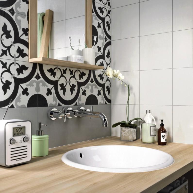 le carreau de ciment dans la salle de bain. Black Bedroom Furniture Sets. Home Design Ideas