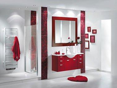 5 conseils de style pour une salle de bain blanche for Carrelage rouge pour salle de bain