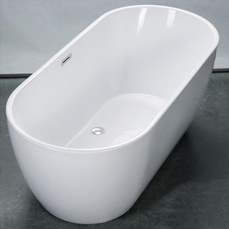 Salle de bain noire r ussir le total look black for Baignoire ilot ceramique