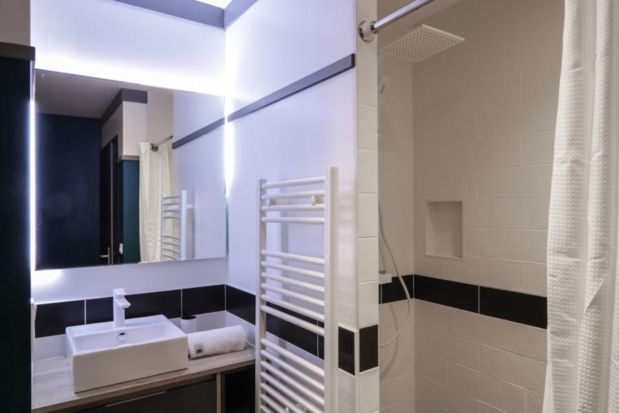 La salle de bain dans la suite parentale